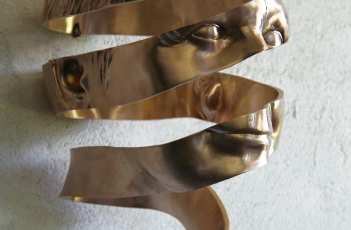 Bronzen portret Annelies